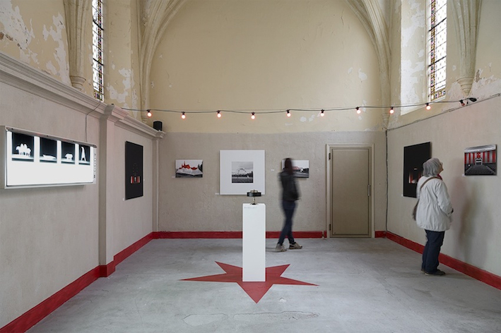 Exhibition view Hôpital Circus - Radiography on negatoscope, praxinoscope, inkjet print on Dibond and sound system - Chapter House Vauclaire - Montpon-Menesterol - Fr, 2015