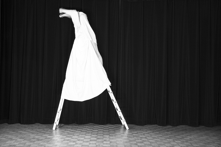 Title: La girafe, Animal locomotion series, 20x30 cm, Backlight print on lightbox, 2015